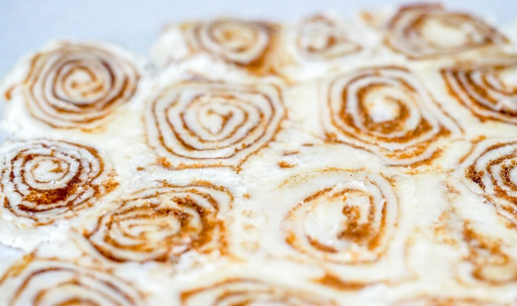 small cinnamon rolls made from pastry and rolled flat into a pie crust